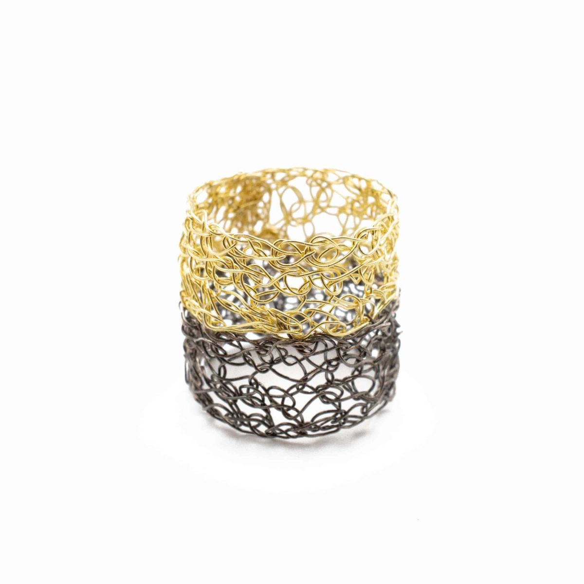 adjustable 18ct yellow gold and black band ring for women