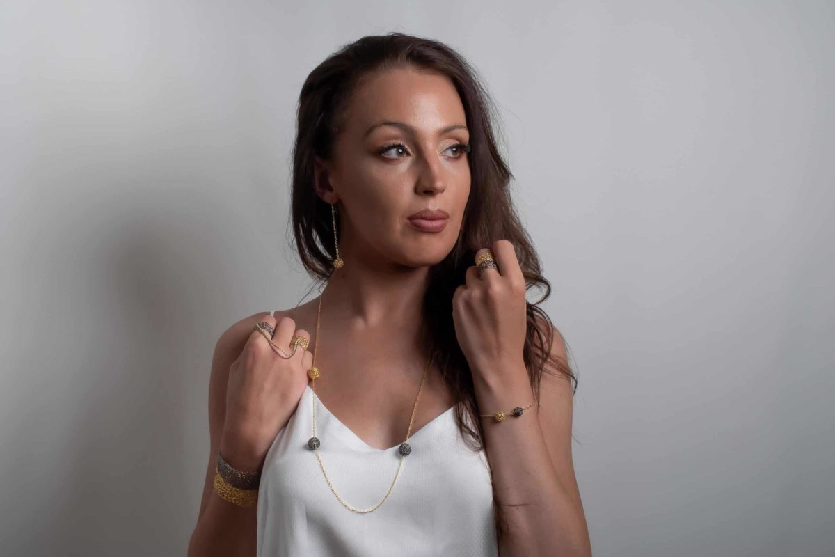 White model wearing long pendant necklace